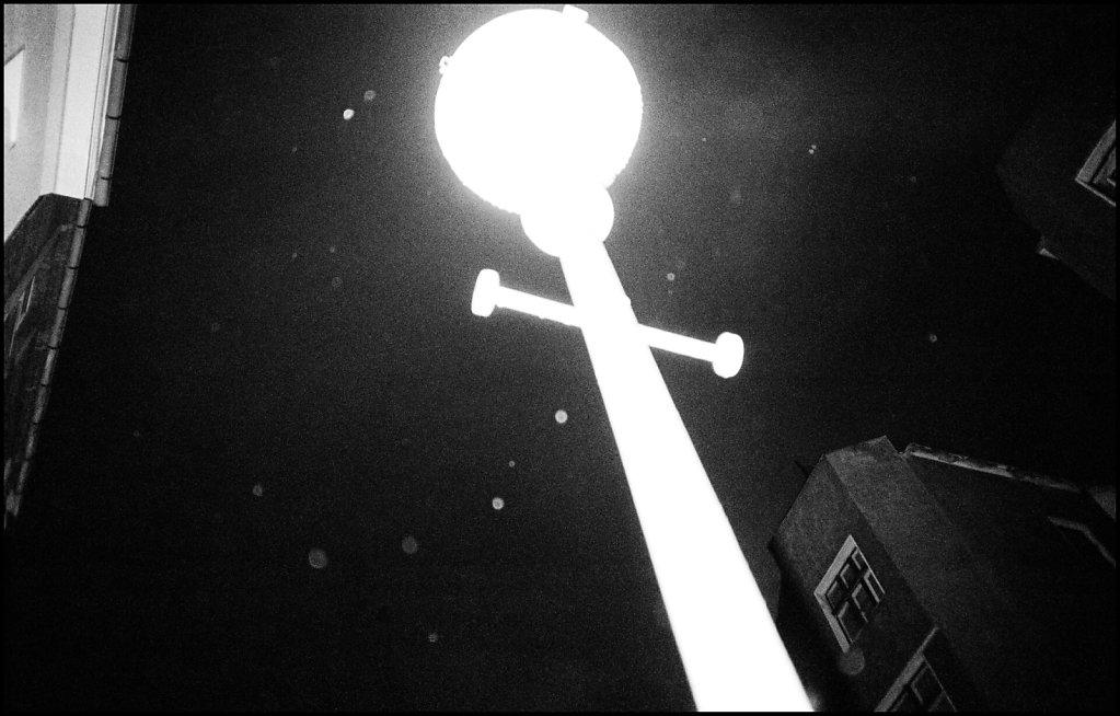 Berlin-89-lampa-e.JPG